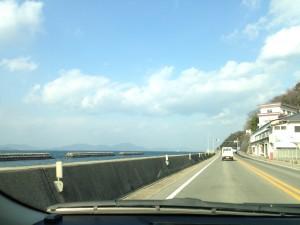 愛媛の海沿いの道